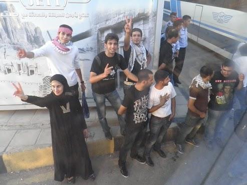 des_militants_jordaniens_nous_encouragent_a_la_frontie_re_bis.jpg