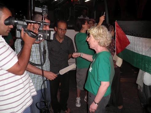 jordanie_interview_devant_l_hotel_le_26_au_soir.jpg