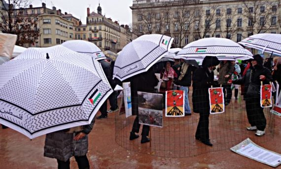 lyon_bellecour_parapluies_palest.jpg