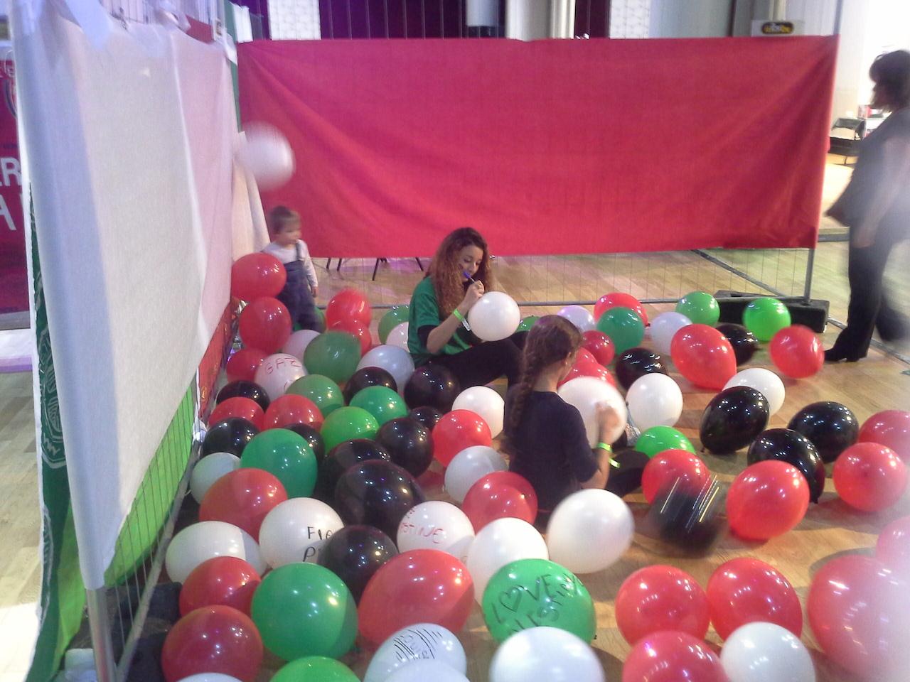 ballons_free_palestine.jpg