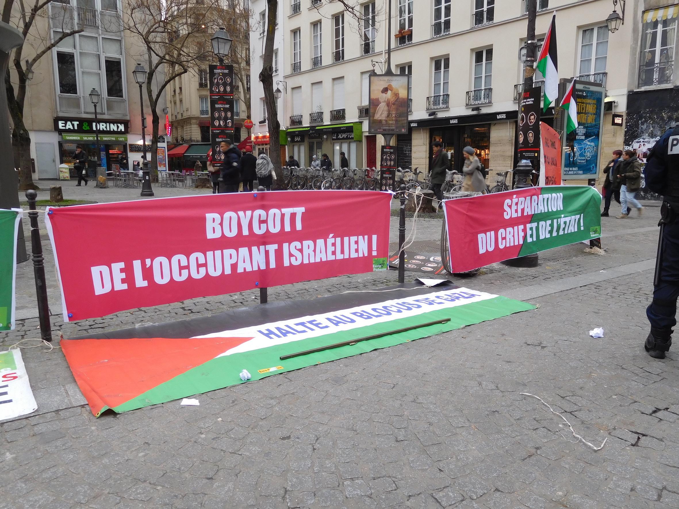 2_banderoles_boycott_et_separation.jpg