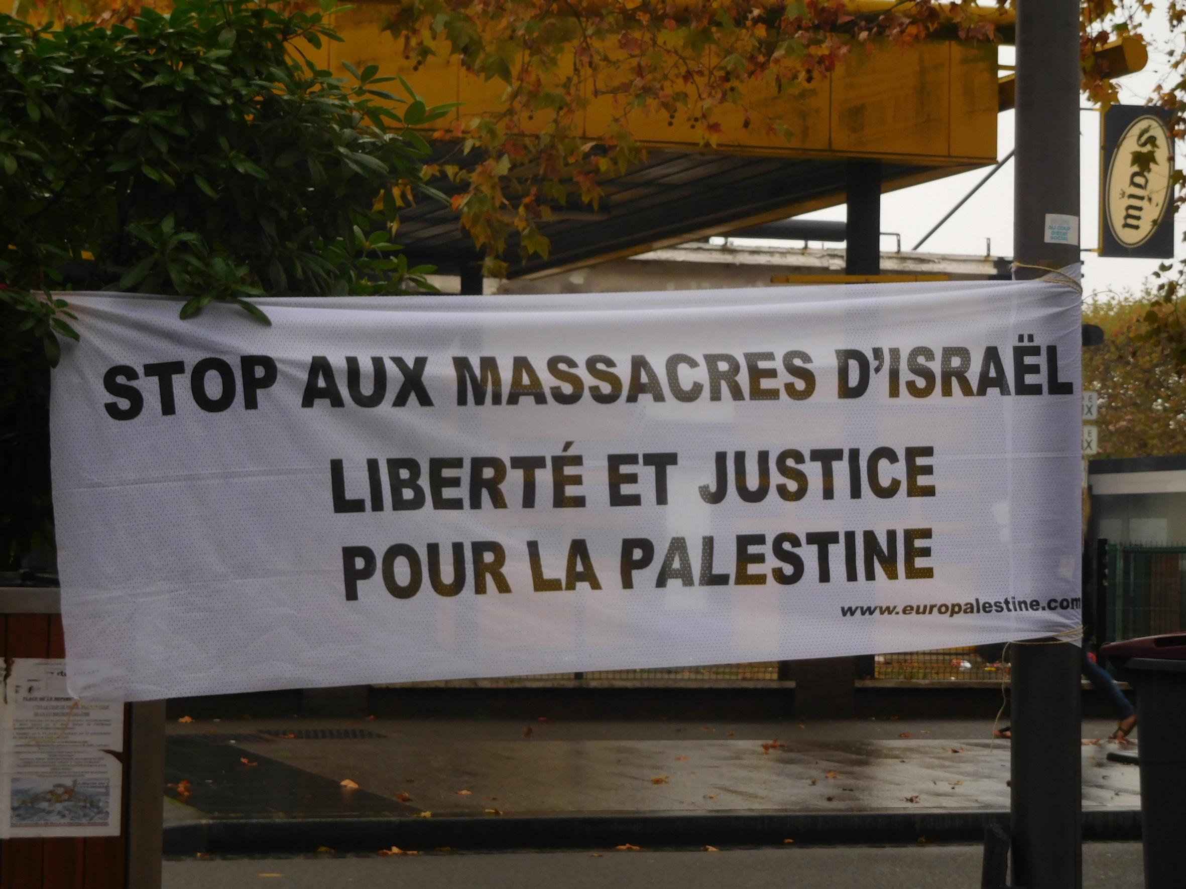 banderoe_roubaix_stop_aux_massacres.jpg