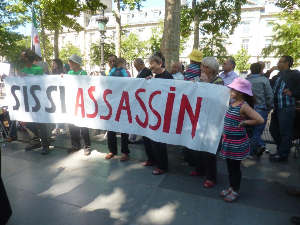 Manifestation à Paris contre Sissi