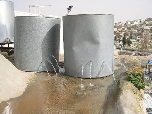 l'armée israélienne tire sur les citernes d'eau des Palestiniens