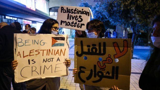 Vote par le parlement israélien de la loi raciste interdisant aux israéliens qui épousent des Palestinien(ne)s de vivre ensemble en Israel.
