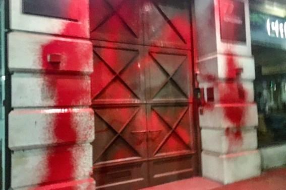 Les bâtiments du fabricant d'armes israélien Elbit, badigeonnés du sang des Palestiniens
