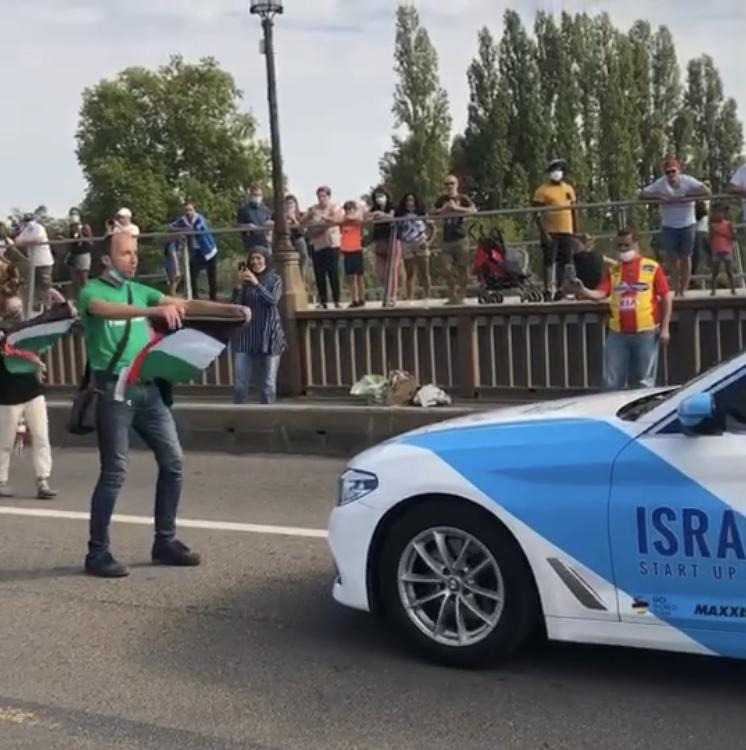 Belle action contre l'équipe de l'apartheid israélien au départ de Mantes la Jolie (Vidéo)