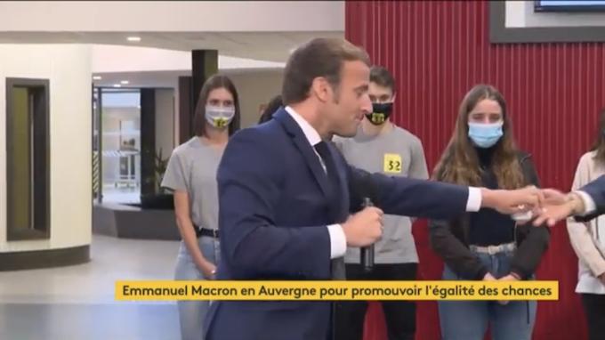 """Macron et les """"gestes barrière"""" : une honte ! (Vidéo)"""