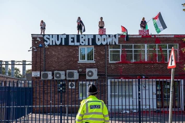 Des militants anglais obligent le fabricant d'armes israélien Elbit à fermer pour le 2ème jour de suite