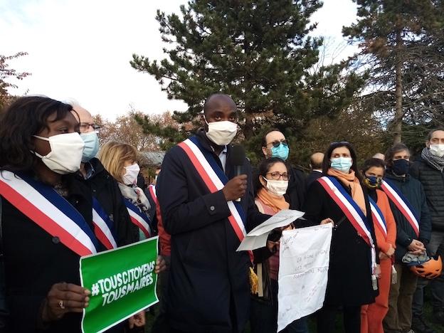 Les habitants et élus de l'Ile Saint-Denis rassemblés contre les menaces de mort à l'encontre de leur maire