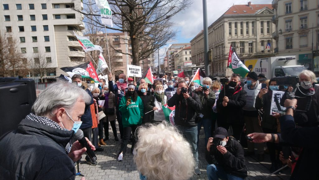Lyon : Superbe mobilisation pour le procès d'Olivia contre TEVA  !