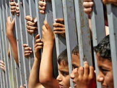 Détention des enfants palestiniens : zéro contrôle international (Vidéo-8 sous-titrée en arabe)
