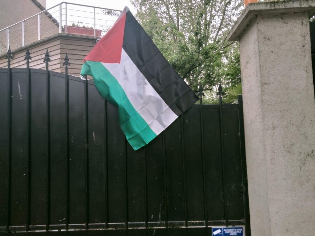 """Macron veut nous empêcher de montrer notre soutien àla Palestine : """"Opération affichons le Palestine"""" ! (photo-"""