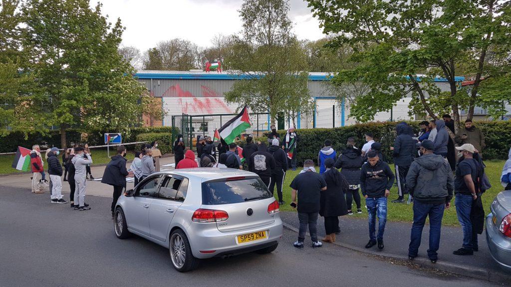 Des militants britanniques à nouveau installés sur le toit de l'usine d'armement Israélienne  Elbit !