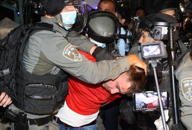Répression massive des jeunes Palestiniens de Sheikh Jarrah, qui se mobilisent contre le vol des maisons (Photos)