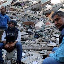 Israel a détruit tous les immeubles des journalistes gazaouis, mais ils refusent d'abandonner leur métier (Vidéo)