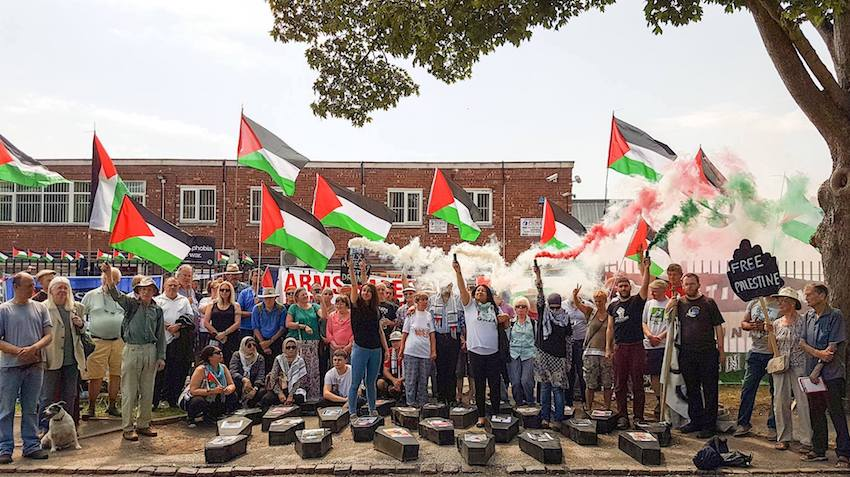 Angleterre : Procession funéraire en hommage au 66 enfants tués à Gaza