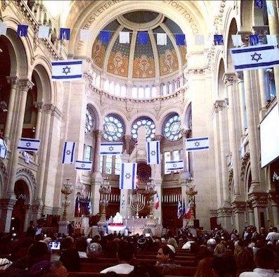 Un groupe international de Juifs appelle les institutions juives à retirer le drapeau israélien