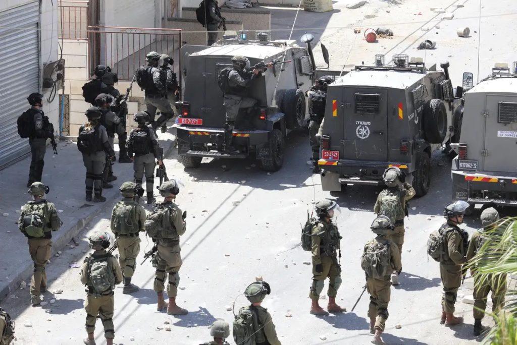 L'armée d'occupation attaque un cortège funéraire palestinien : un mort, des dizaines de blessés