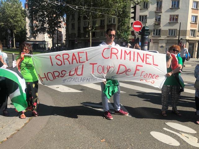 Tour de France : Israël hué sur son passage Porte de Chatillon