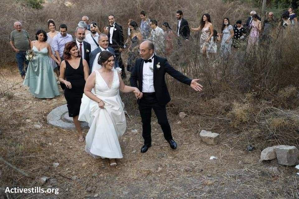 Résistance : un couple palestinien célèbre son mariage dans un village détruit par Israel en 1948
