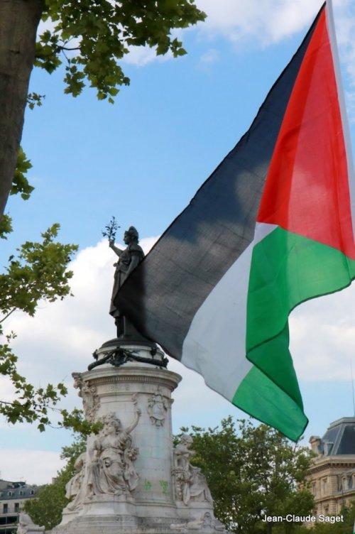 drapeau_statue_re_duit.jpg