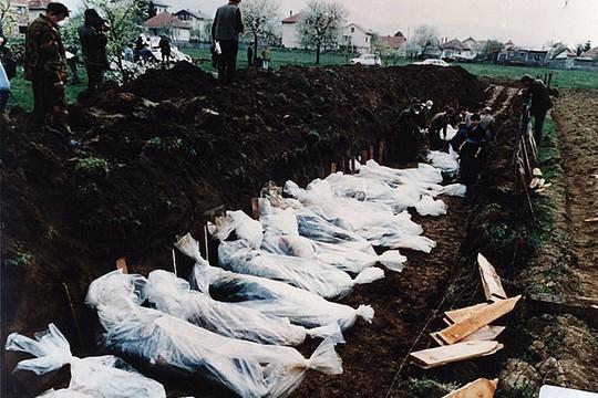mass-grave-bosnia.jpg