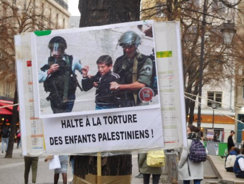 pancarte_torture_fontaine_enfant.jpg