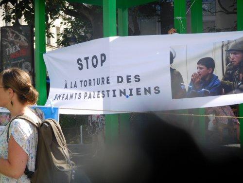 stop_torture_beaubourg.jpg